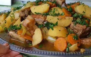 Как потушить картошку со свининой в кастрюле