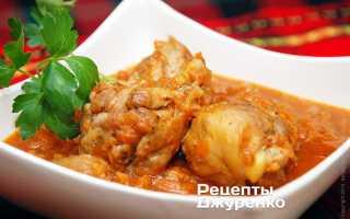 Как потушить курицу в кастрюле с морковью и луком